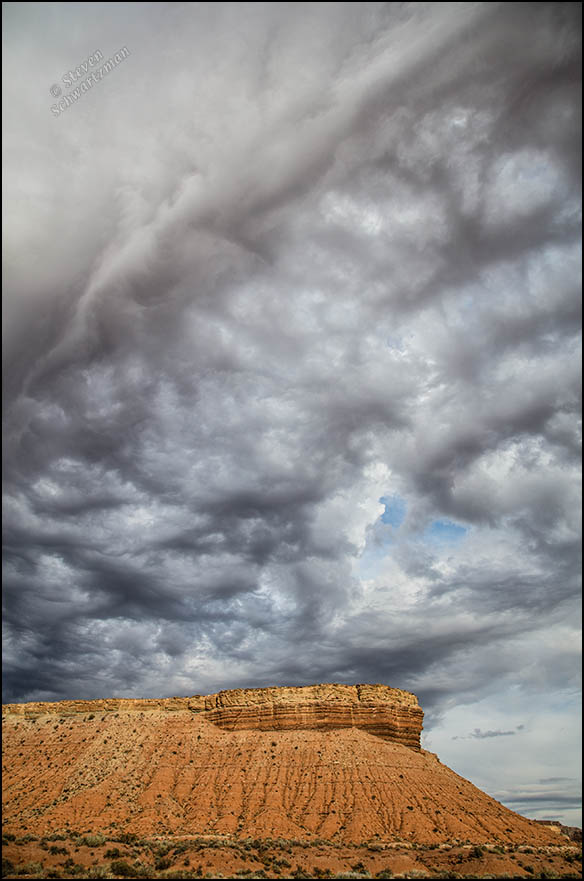 dark-clouds-over-reddish-mesa-in-utah-5720